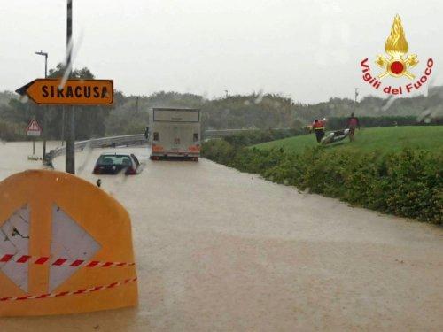 Pluies torrentielles en Sicile, qui se prépare à un cyclone - Sciences et Avenir