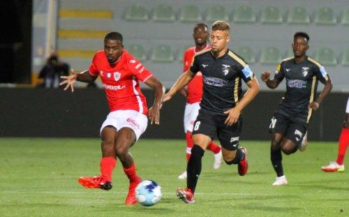Portimonense vence Santa Clara e sobe à 5ª posição da I Liga - ScoreMore Sports