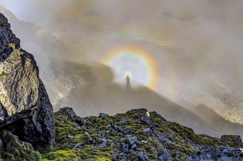 Stunning optical illusion snapped on top of Scottish Mountain by hiker