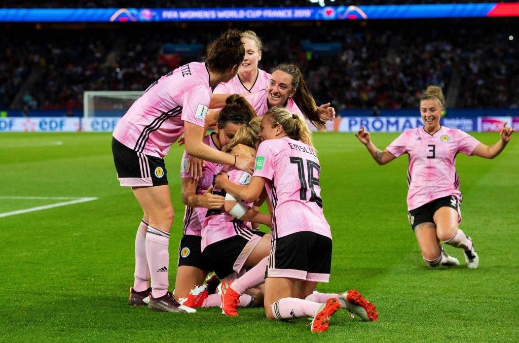 Women's Soccer/Fútbol  - cover