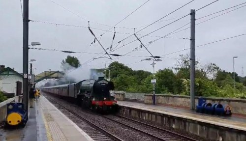 WATCH: 'A living, breathing piece of railway history' - Flying Scotsman makes its way through East Lothian town