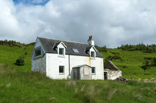 Off grid: Shepherd's cottage with no electricity on the North Coast 500 goes on market