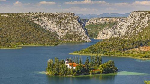 Warum nicht einmal die Boots- gegen Wanderschuhe tauschen? Ausflugs-Tipp Nationalparks in Kroatien