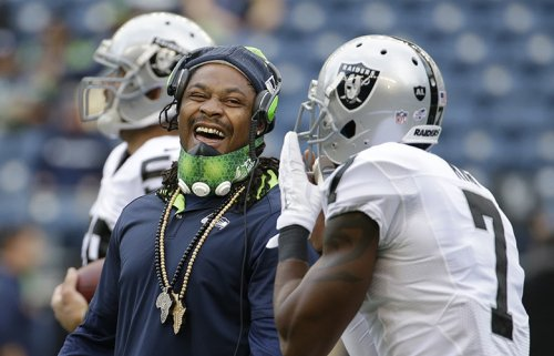 Seahawks' Marshawn Lynch agrees to contract with Raiders, is traded to Oakland in exchange of 2018 draft picks