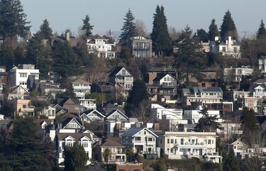 In pandemic-fueled housing market, Seattle home prices climb at third-highest rate in nation