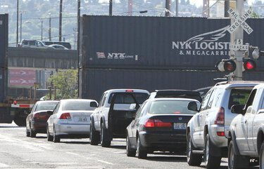 Sen. Cantwell's bill would spend $2.5 billion to remove train crossings