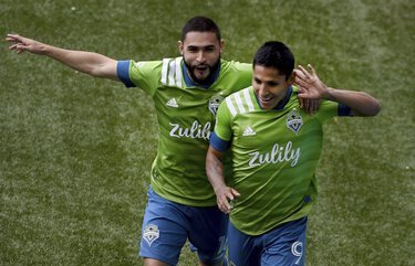Sounders start slow, secure 2-1 victory after pair of Portland penalty misses
