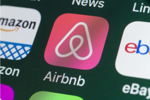 Airbnb: Overvalued Compared To Peers, 44% Downside Potential (NASDAQ:ABNB)