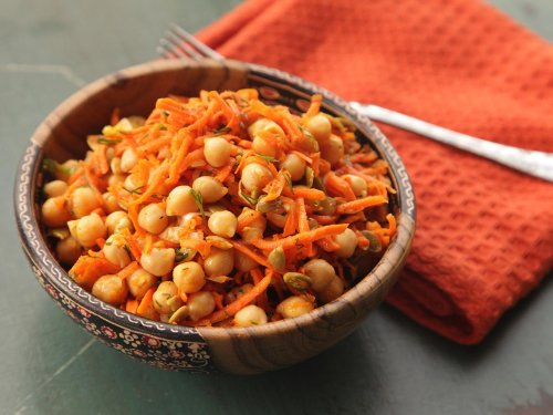 Easy Make-Ahead Carrot and Chickpea Salad With Dill and Pumpkin Seeds Recipe