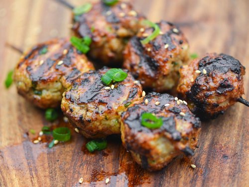 How to Make Japanese-Style Chicken Meatball Skewers With Sweet Soy Glaze (Tsukune)
