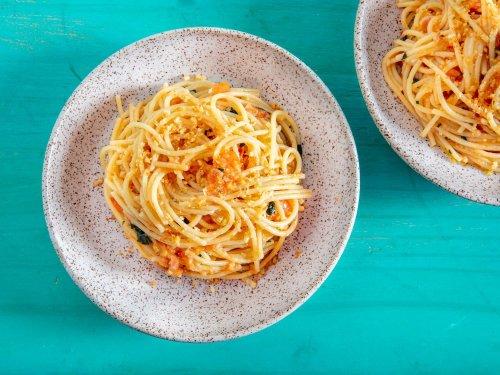 Sicilian-Style Spaghetti Alla Carrettiera (Fresh Tomato and Garlic Sauce) Recipe