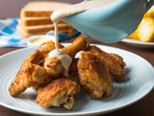 How to Make Maryland Fried Chicken With White Gravy