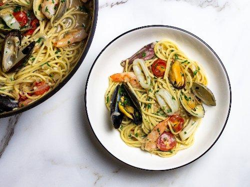 Spaghetti allo Scoglio (Spaghetti With Mixed Seafood) Recipe