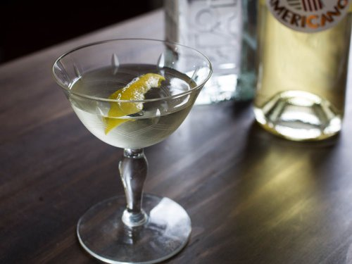 Easy Cocktails: 35 Simple, 3-Ingredient Drinks to Make at Home