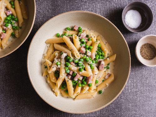 Pasta Prosciutto e Piselli (Creamy Pasta With Prosciutto Cotto and Peas) Recipe