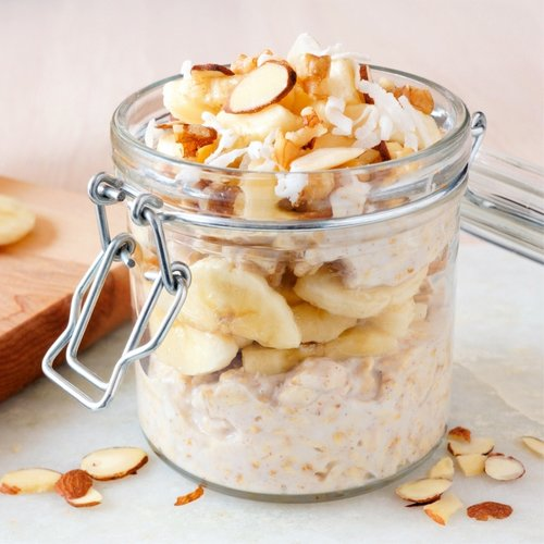This 5-Ingredient Overnight Oats Recipe Is The Healthiest Way To Crush Your Weight Loss Goals By Summer