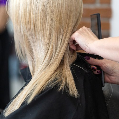 This Haircut Is An 'Instant Face Lift,' According To Experts