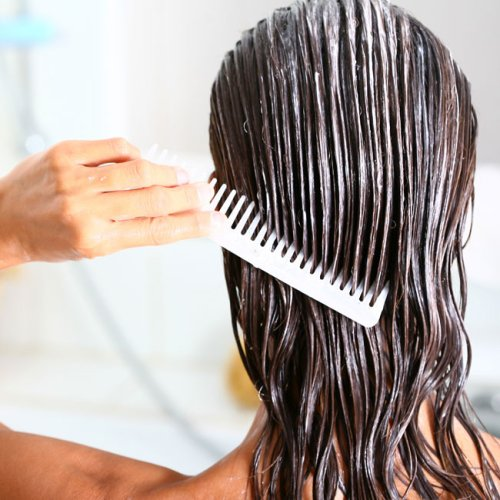 Derms Agree: This Is The One Conditioner You Should Stop Buying ASAP (It's So Bad For Thinning Hair!)