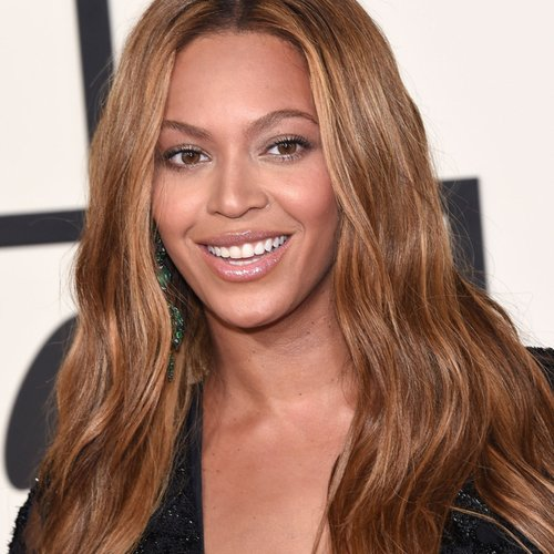 We STILL Can't Get Over The Dangerously Low-Cut Dress That Beyonce Wore On The Red Carpet!