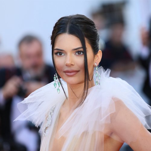 Kendall Jenner Is Completely Unrecognizable On the Cover Of 'Vogue'--This Is Insane!
