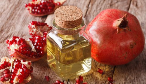 5 Beauty Benefits of Pomegranate Seed Oil