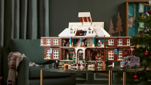This official Home Alone LEGO set is the stuff of geek dreams
