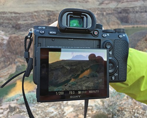 4 Reasons You Should Shoot Photos with the Camera's Rear Screen Instead of the Eyepiece Viewfinder
