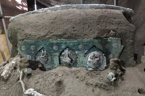 'Miraculously' Well-Preserved Ceremonial Chariot Found at Villa Outside of Pompeii