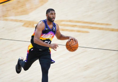 Purdue Pros: E'Twaun Moore Logs 11 Minutes as Suns Take 2-0 Lead Over Clippers