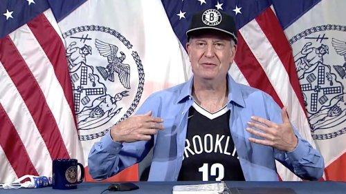 Bill de Blasio Wears Nets Gear to Press Conference, Promptly Gets Roasted