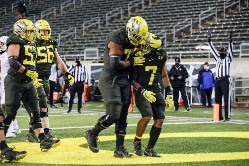 Oregon Offensive Line Developing in Spring: 'We know where the standard needs to be'