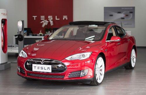 En medio del Auto Show de Shangai, una mujer protestó por problemas en los frenos de su Tesla   Siempre Auto