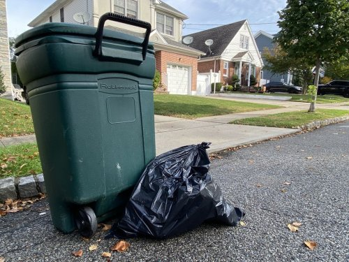 Where are the trucks? As vax mandate looms, mayor to 'look at' extensive Staten Island trash pickup delays