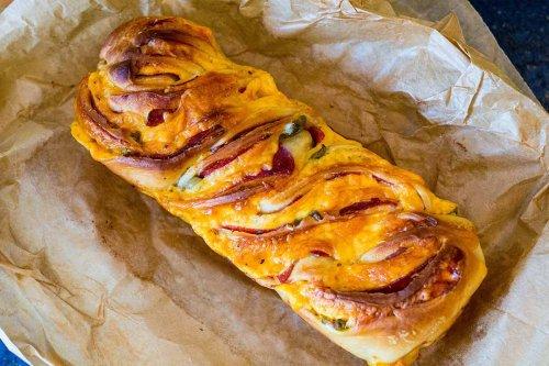 Pizza Babka – herzhaftes Pizzabrot für einen Grillabend