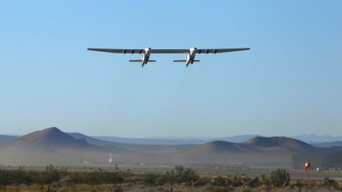 Gigantic Stratolaunch aircraft makes 2nd test flight