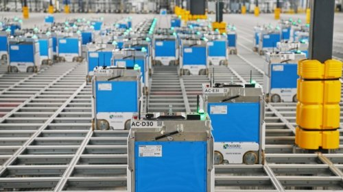 A Huge New Kroger Warehouse Is Staffed by 1,000 Grocery-Picking Robots