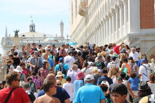 Venice Battles Overtourism With Reservations and Mobile Phone Tracking