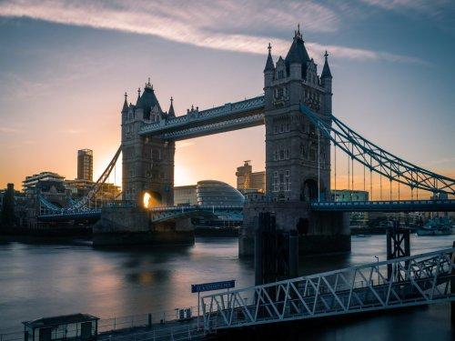 UK Finance Minister Presses for Travel Rules Easing