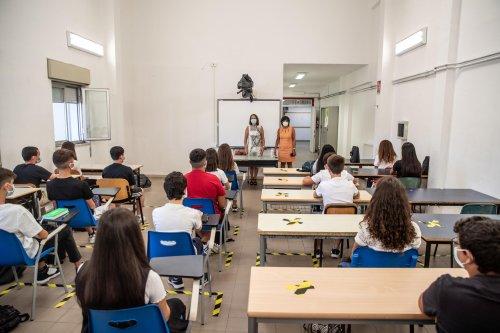 Scuola, dal 26-04 lezioni in presenza fino a terza media in zona rossa