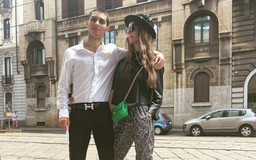 Carlos Maria Corona ha sostenuto la maturità: abbraccio con Nina Moric