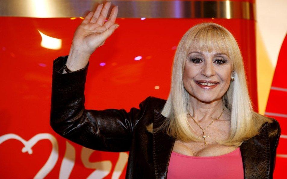 È morta Raffaella Carrà: la diva della tv e della musica aveva 78 anni