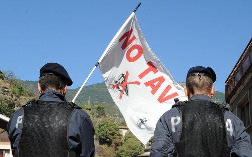 Val Susa, No Tav sul tetto da una settimana chiedono di scendere