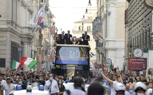 Roma, prefetto: 'Festa su bus non prevista'. Figc: 'Scelta condivisa'