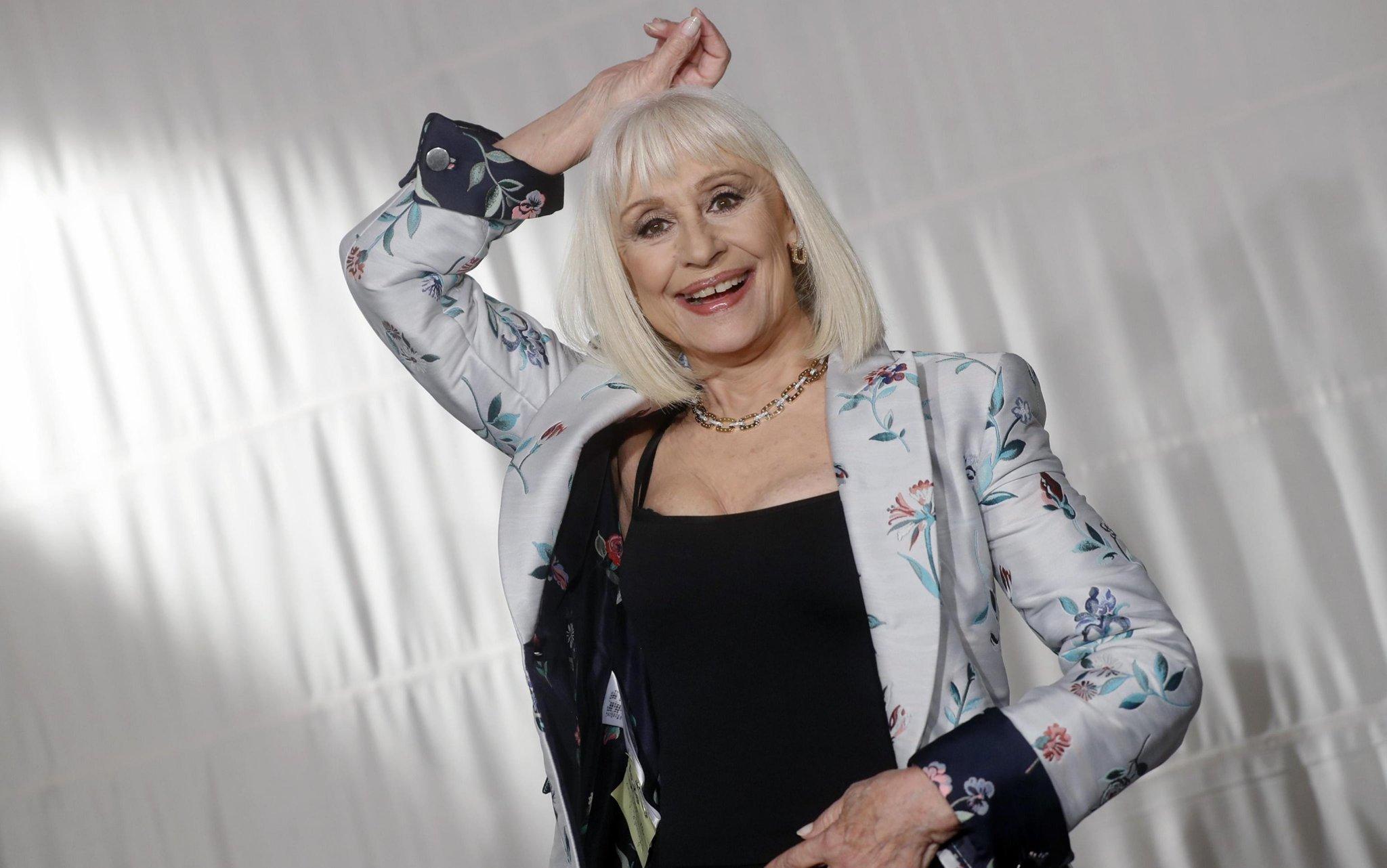 Raffaella Carrà, oggi i funerali - cover