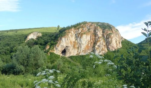 Researchers extract Neanderthal DNA from dirt inside an ancient cave