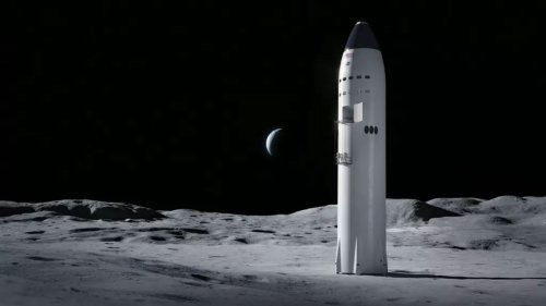 Elon Musk says Starship could take humans to the moon in 2024