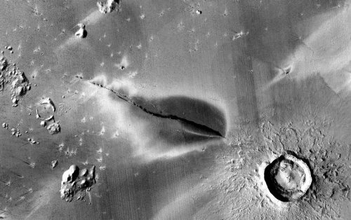 """Mars may have had """"recently"""" active volcanoes"""