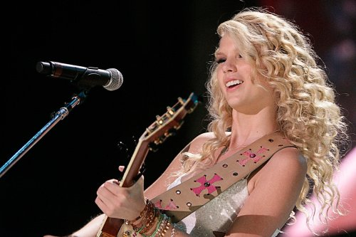 First Taylor Swift Dominated Country, Then She Dominated Pop Without Missing a Beat