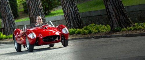 Une mini Ferrari 250 Testa Rossa pour enfants très, très riches