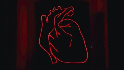 Le syndrome du cœur brisé touche de plus en plus de femmes